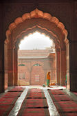 Praying at the Jama Masjid Mosque, old Delhi, India. — Stock Photo