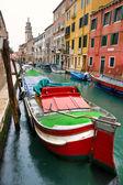 Venetië, kanaal en boot. — Stockfoto