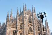 日落时在米兰大教堂. — 图库照片