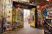 BERLIN, JANUARY 8: The Kunsthaus Tacheles, formerly a department — 图库照片