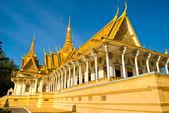 Pnom penh gün batımına, kamboçya yılında kraliyet sarayı. — Stok fotoğraf