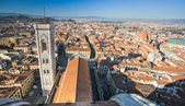 Florence, view of Duomo and Giotto's bell tower, and Santa croce — Foto de Stock