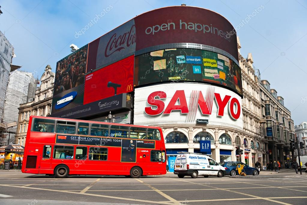 LONDON - MARCH 03 View of Piccadilly Circus on March 03, 2011 in London. Famous advertisements of TDK and Sanyo have been here for at least 20 years and are consider — Stock Photo #12421246