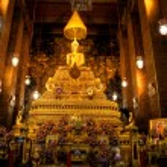 Emerald Buddha inside Wat Phra Kaeo Temple, Bangkok, Thailand. — Stock Photo #13826059