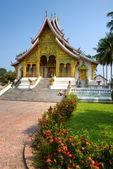Boeddhistische tempel in luang prabang, laos. — Stockfoto
