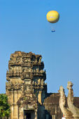 Balloons over Angkor wat, Cambodia. — Stock Photo