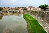 Panoramic view of San Pietro Baqsilica and Vittorio Emanuele Bri — Stock Photo