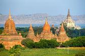 Buddhist Pagodas and Gawdawpalin Pahto, Bagan, Myanmar. — Stock Photo