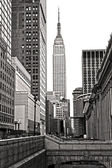 NEW YORK CITY - MARCH 25: The Empire State Building in Manhattan — Stock Photo