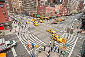 NEW YORK - MARCH 21: City streetlife in point of intersection of — Stock Photo