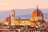 Florencie, pohled z dómu a giotto zvonice — Stock fotografie