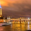 PARIS -DECEMBER 08: Eiffel Tower and Pont Alexandre III at night — Stock Photo