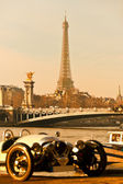 Vintage picture of Eiffel tower with old car on foreground, Pari — Stock Photo