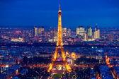 PARIS - DECEMBER 05: Lighting the Eiffel Tower on December 05, 2 — Stock Photo