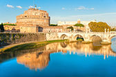 View on famous Saint Angel castle and bridge over the Tiber rive — 图库照片