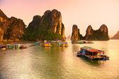 Halong Bay, Vietnam. Unesco World Heritage Site. — Stock Photo