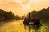 Baie d'halong, vietnam. patrimoine mondial de l'unesco. — Photo