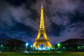 Lighting the Eiffel Tower — Stock Photo