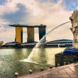 The Merlion  fountain and Marina Bay Sands, Singapore. — Foto de Stock