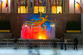 NEW YORK CITY - MARCH 31. The golden Prometheus statue at the Rockefeller center — Stock Photo