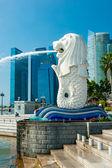 Il merlion fontana e il marina bay sands, singapore. — Foto Stock