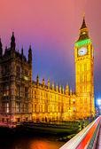 大笨钟和在晚上,伦敦,英国议会的房子. — 图库照片