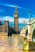 View of the Big Ben, the House of Parliament and the Westminster Bridge — Stock Photo