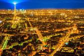 Vue aérienne de paris dans la nuit, france. — Photo