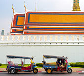 Tuk tuk waiting passengers, Bangkok. — Stock Photo