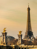 Eiffeltoren bij zonsopgang, parijs. — Stockfoto