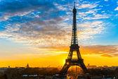 Eiffel tower at sunrise, Paris. — Stock Photo