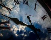 Reloj y cielo — Foto de Stock