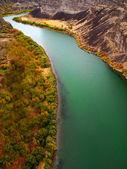 Canyon floden med hösten träd — Stockfoto