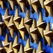étoiles d'or au monument de guerre — Photo