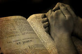 Hands Praying on Bible — Stock fotografie