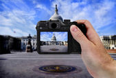 Camera and US Capitol Building Tourist — ストック写真