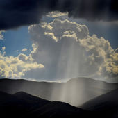 Rays of Sunlight on Peaceful Mountains — Stock Photo