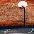 Urban Street Basketball Court and Hoop — Stock Photo