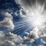 Sun Shining in Blue Sky — Stock Photo #51759129