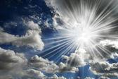 Sun Shining in Blue Sky — Stock Photo
