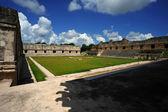 Anicent mayan pyramid — Stock Photo