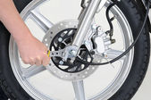 Serrage de roue — Photo