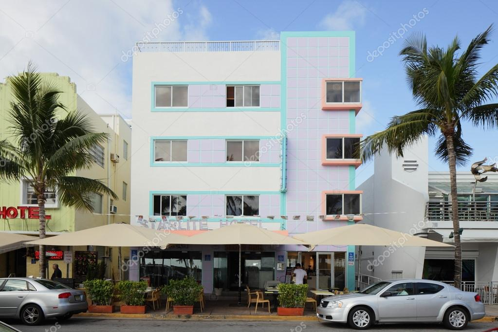 MIAMI - JANUARY 12: The Starlite Hotel located at 750 Ocean Drive has been providing Miami Beach Florida accommodations since 1974 January 12, 2013 in Miami, Florida. — Stock Photo #18692607