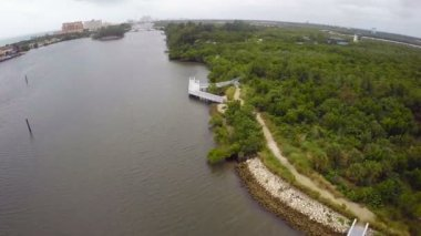 Aerial video of the Intracoastal waterway in Hollywood Florida — Stock Video