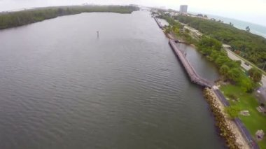 Aerial video of the Intracoastal waterway — Stok video