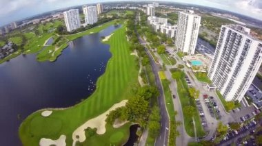 Aerial golf course footage — Vídeo de stock