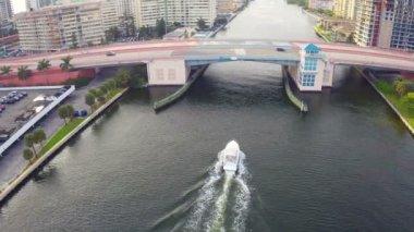Boating under the bridge — Stock Video