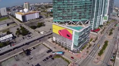High-rise residential structure at downtown Miami — Stock Video