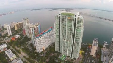 Aerial footage of highrise condominiums — Stock Video