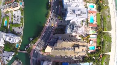Building flyover Miami Beach aerial video — Stock Video